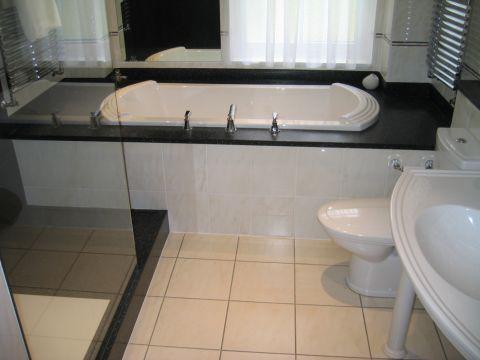 Black HI-MACS underbath surround