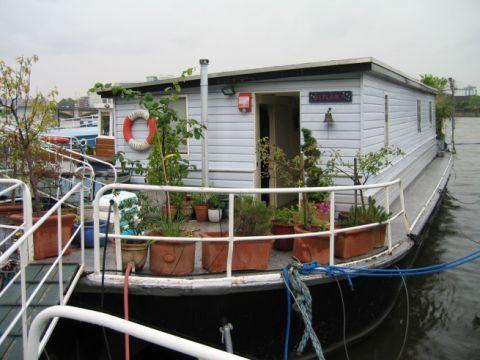 Barge with bespoke HI-MACS Bathroom
