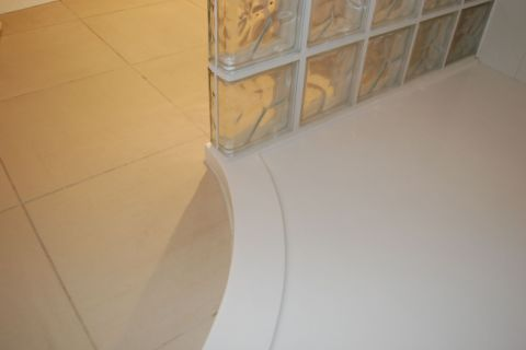 Curved Shower Tray Junction with Glass Blocks