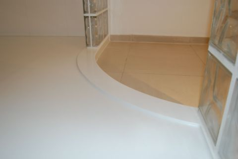 Edge Detail to Curved Shower Tray