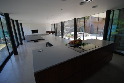 Cantilever Table running out of Island Unit