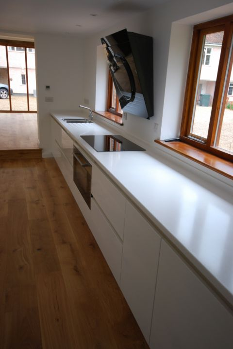Long worktop with induction hob & sink