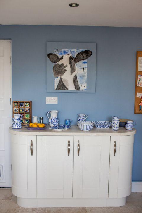 Bespoke Corian Clamshell Worktop on Kitchen Sideboard