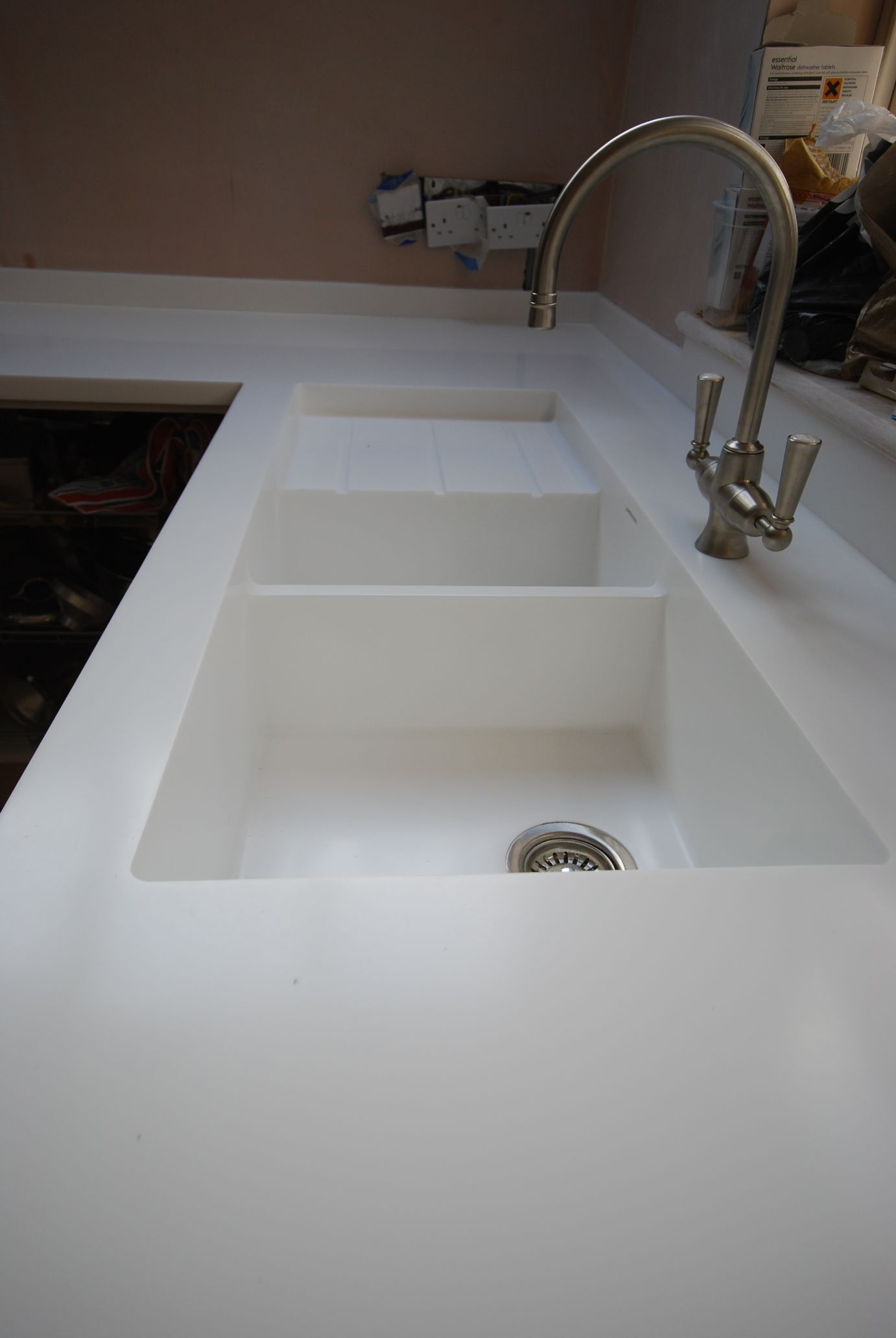 Corian integrated kitchen sink corian kitchen counter for Corian farm sink price