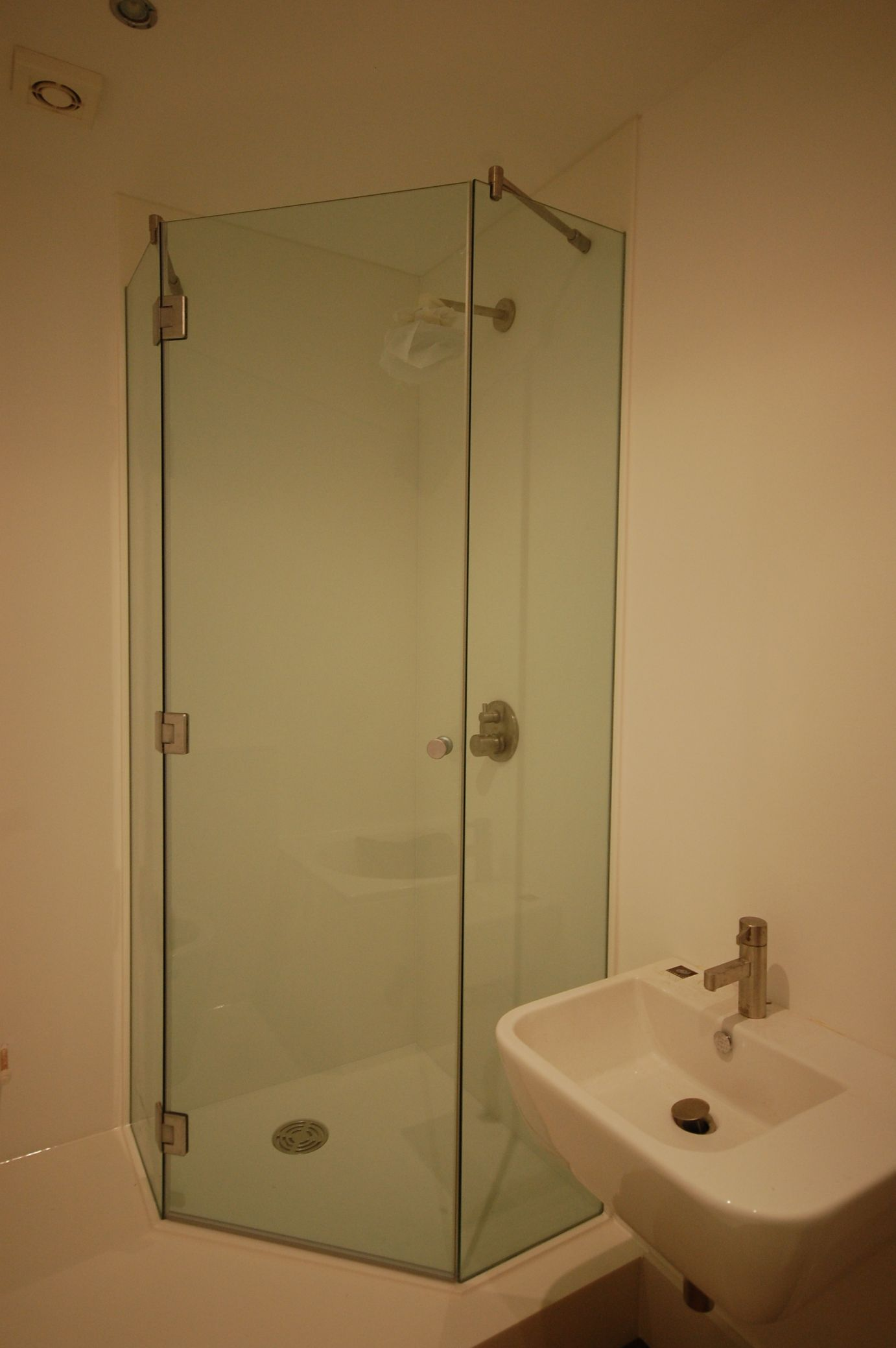 Neo Angled Shower Trays   Solidity