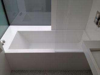 Glacier White Custom Bath
