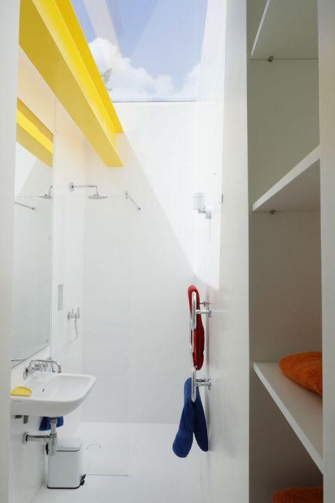 Alpine White HI-MACS Wet Room at Richard Rogers House 22 Parkside