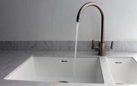 White 1.5 Bowl Sink in Corian Limestone Worktop